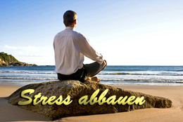 Stress abbauen durch Meditation am Strand